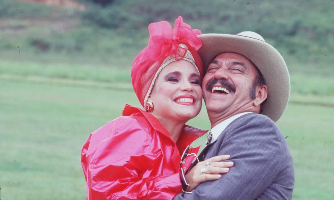 Regina como a Viúva Porcina, ao lado de Lima Duarte, que vivia Sinhozinho Malta, na novela 'Roque Santeiro' (1985), de Dias Gomes Foto: Divulgação