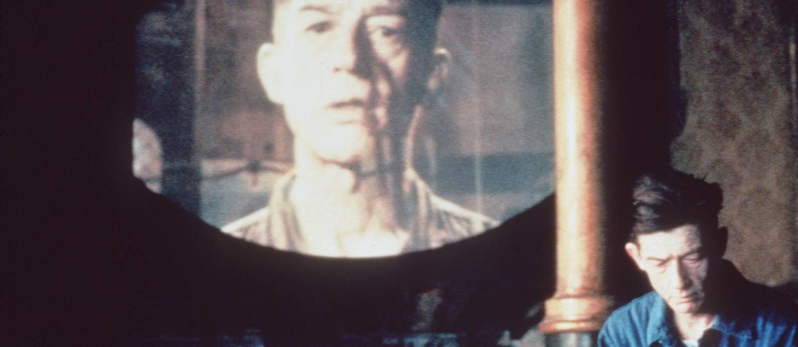 O ator John Hurt em cena do filme '1984', de Michael Radford, baseado no livro de George Orwell Foto: Divulgação