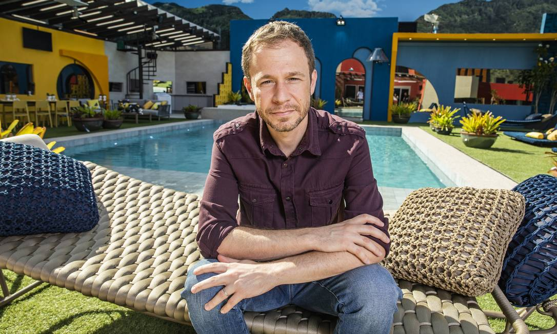 Tiago Leifert no jardim da casa do 'BBB 20': quarta edição à frente do programa Foto: Victor Pollak / TV Globo