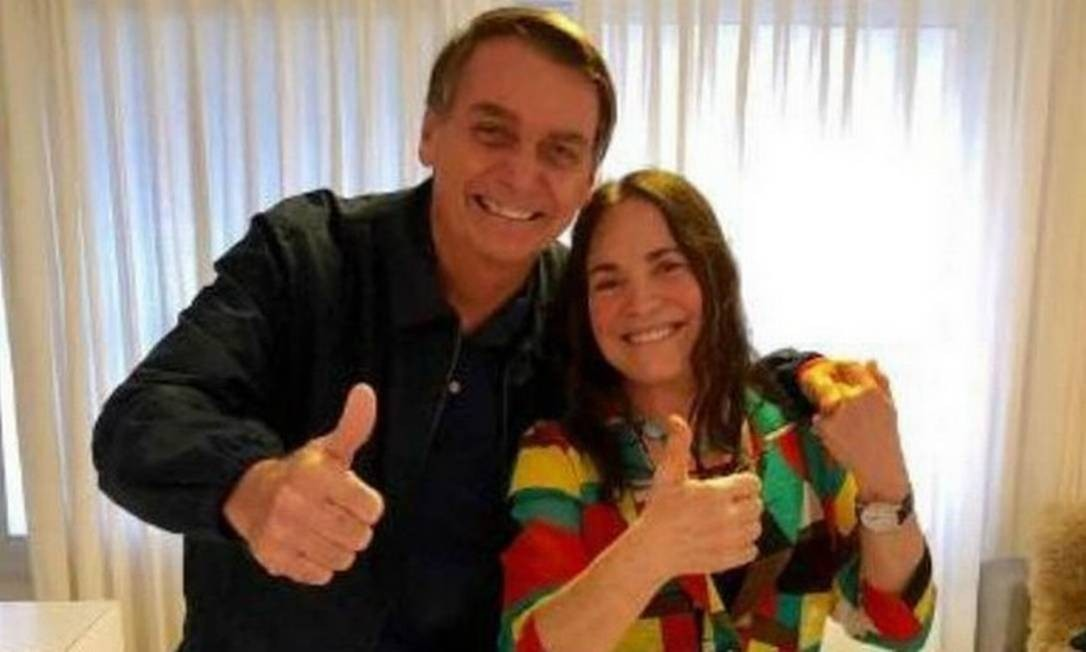 O presidente Jair Bolsonaro e Regina Duarte durante encontro Foto: Reprodução/Twitter