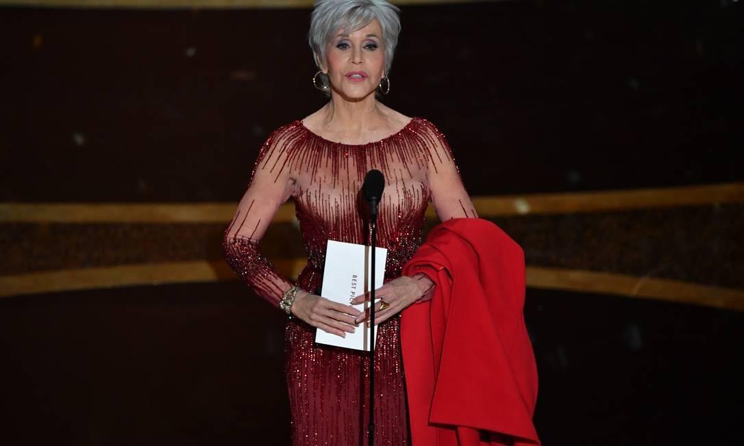Jane Fonda no palco do Dolby Theatre para anunciar o Oscar de melhor filme Foto: MARK RALSTON / AFP