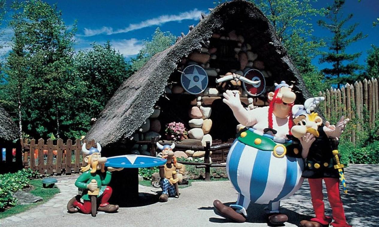 Atrações do Parque Asterix, ao norte de Paris, onde é possível brincar na Gália, no Império Romano, na Grécia Antiga, no Egito, junto aos vickins.... Foto: Divulgação
