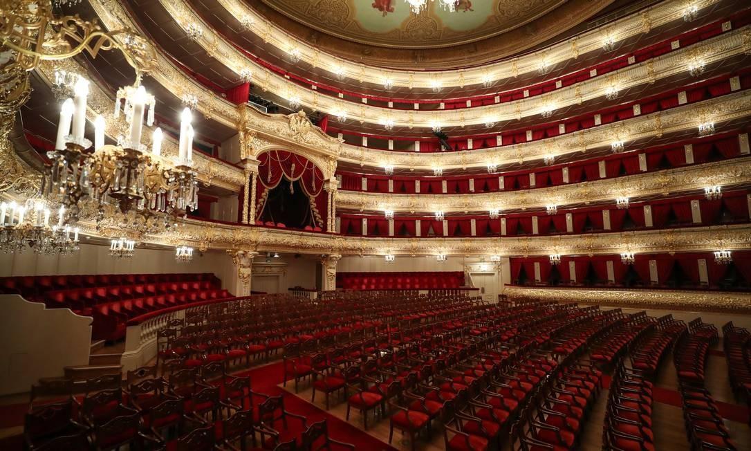 Vazio durante seu fechamento em meio à pandemia, Teatro Bolshoi de Moscou vem transmitindo performances on-line Foto: EVGENIA NOVOZHENINA / REUTERS