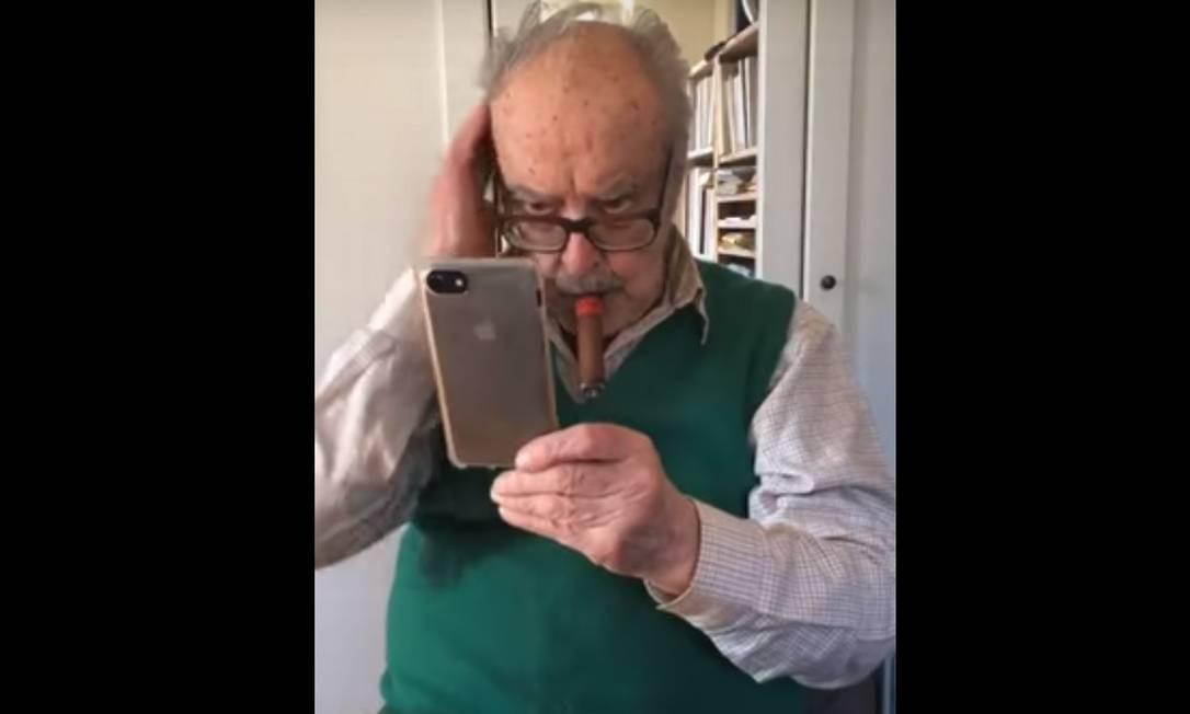 Jean-Luc Godard durante live no Instagram Foto: Reprodução