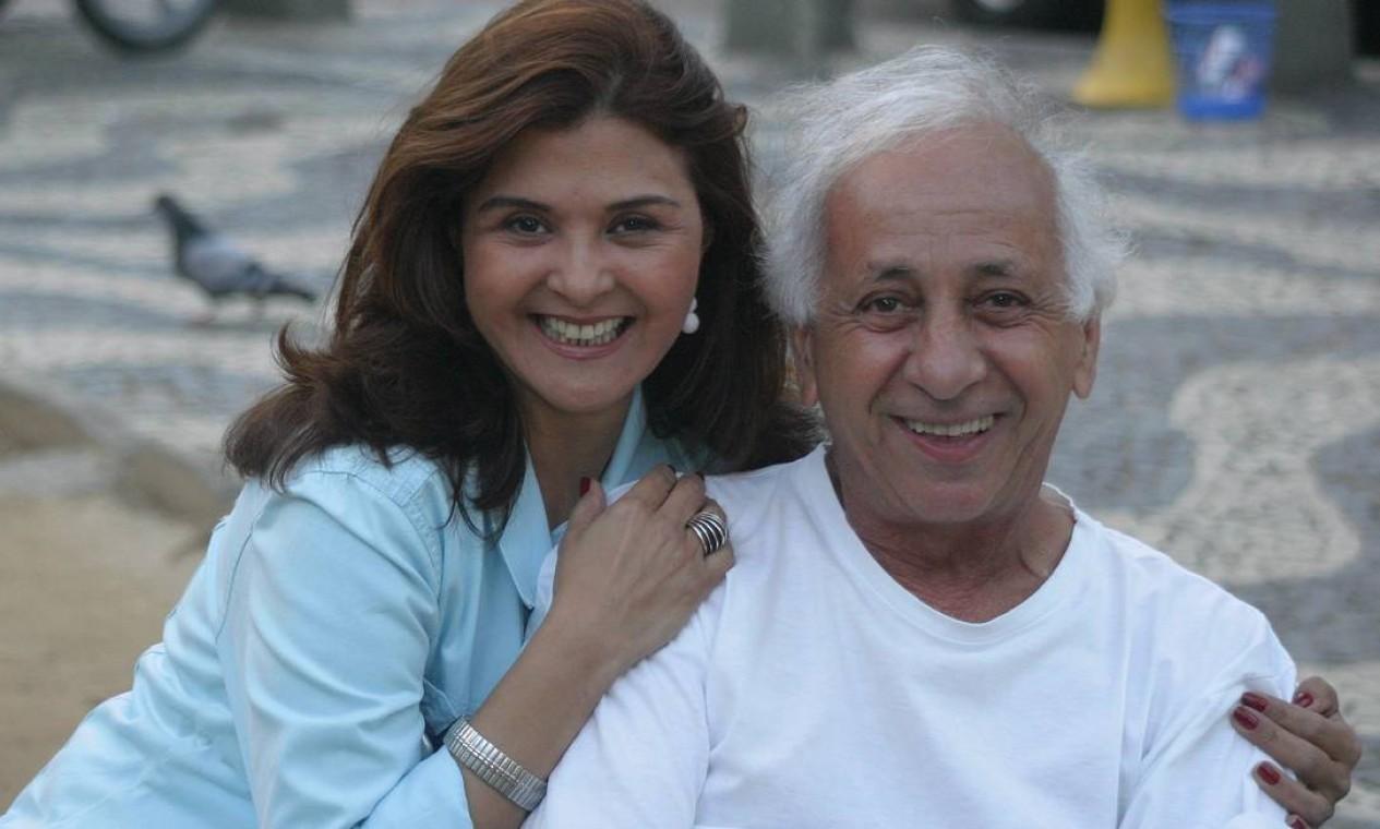Ao lado da atriz Elizângela, na novela 'Senhora do destino' (2004), quando viveu Seu Jacques Foto: Marcelo Franco / Marcelo Franco
