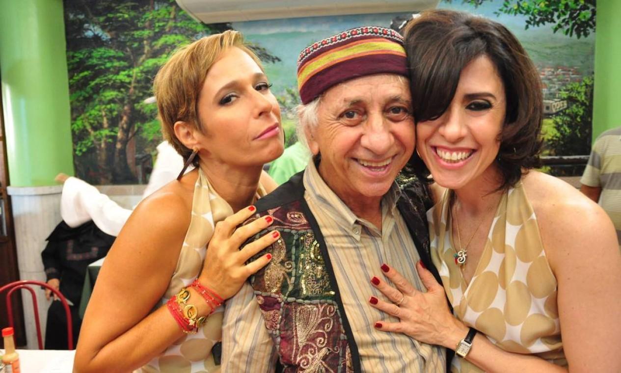 Em 2011, com Andrea Beltrão e Fernanda Torres, num intervalo de gravações do seriado 'Tapas e beijos', quando deu vida ao Seu Chalita Foto: Divulgação