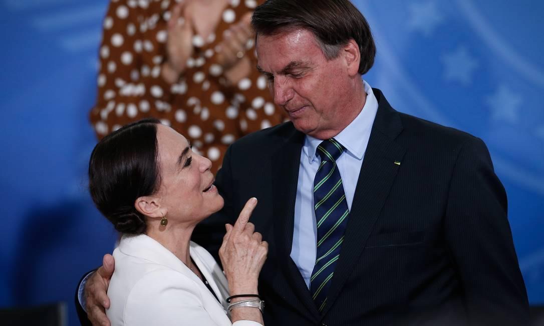 Regina e Bolsonaro: gera espanto a ausência de declarações de pesar pelas mortes de ícones da cultura brasileira Foto: Pablo Jacob / Agência O Globo