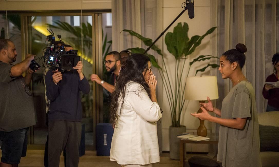 Regina Casé e Taís Araújo gravam cena de 'Amor de mãe': novelas terão muitos desafios pela frente Foto: Divulgação TV Globo