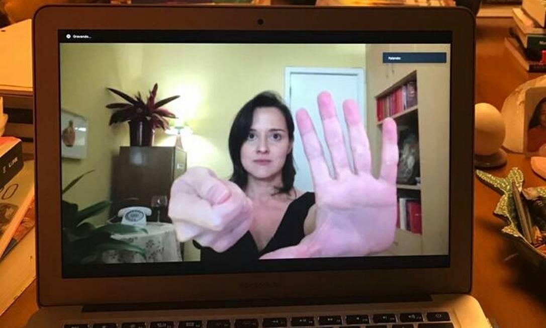 """Peça on-line """"Onde estão as mãos"""" com a atriz Karen Coelho Foto: Divulgação"""