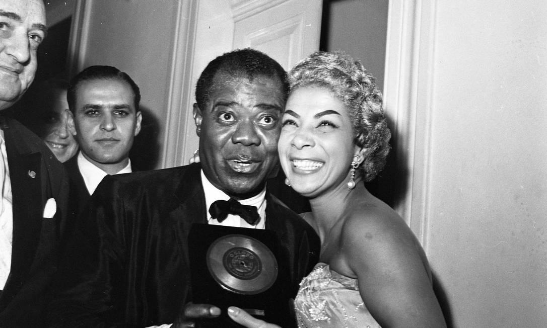 Louis Armstrong e Elizeth Cardoso em foto de 1957 Foto: Agência O GLOBO
