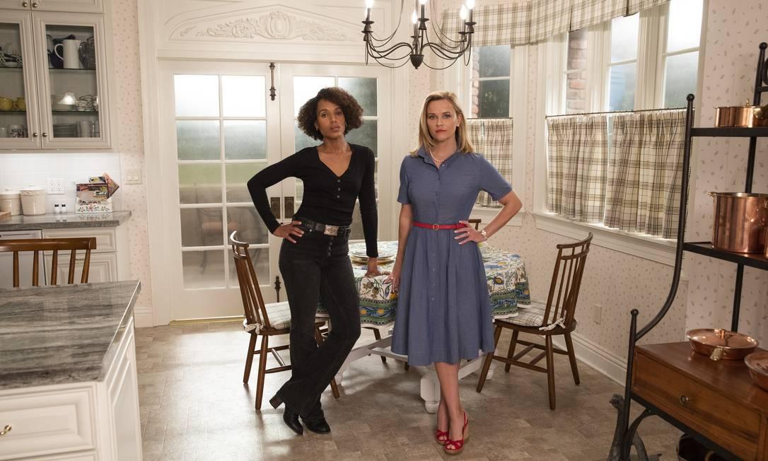 Kerry Washington e Reese Witherspoon: atrizes são produtoras da série 'Little fires everywhere', assim como Celeste Ng, autora do romance que inspirou produção da Hulu Foto: Erin Simkin / Hulu