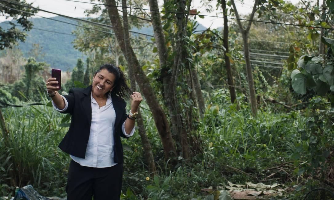 Madá (Regina Casé) tem o sonho de abrir seu próprio negócio, na trama de 'Três verões' Foto: Divulgação