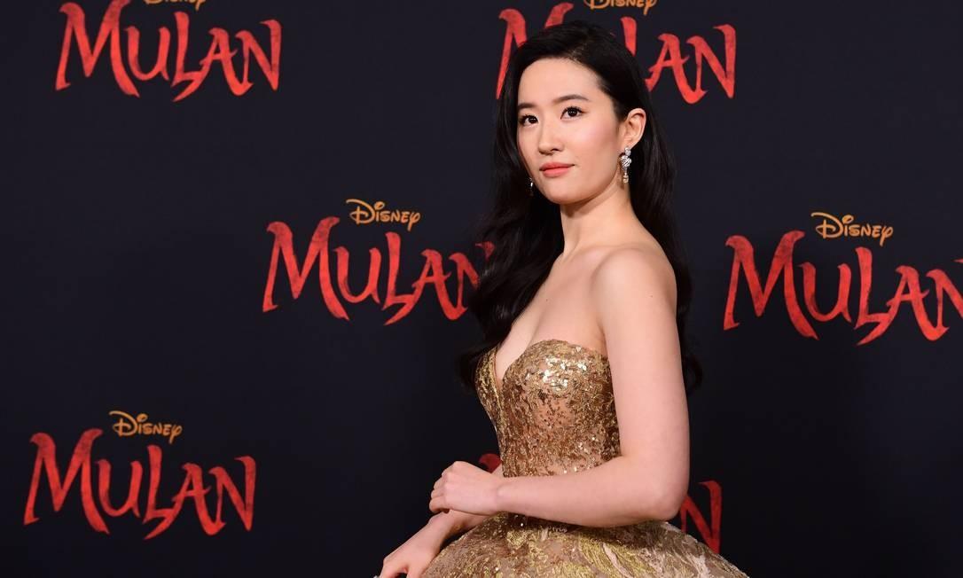 Liu Yifei, atriz que interpreta a protagonista de 'Mulan', em première realizada em Hollywood, no dia 9 de março Foto: FREDERIC J. BROWN / AFP