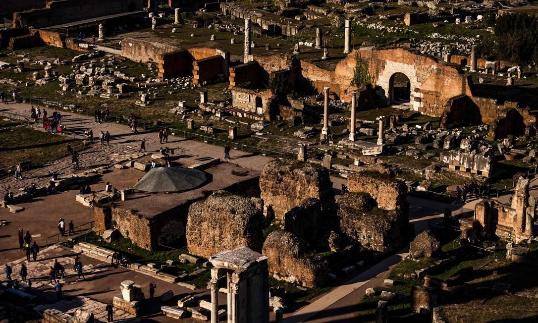 Fórum Romano, local de onde provavelmente o fragmento de mármore foi removido por Jess Foto: Laurent Emmanuel / AFP
