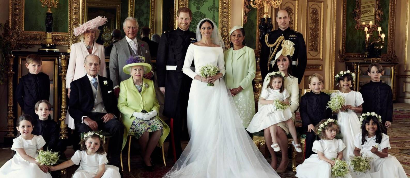 O retrato da família real britânica em 2018, na ocasião do casamento do príncipe Harry com a atriz americana Meghan Markle Foto: REUTERS