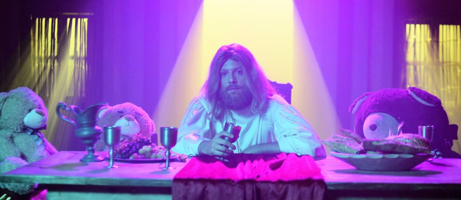 Fabio Porchat na pele de Jesus Cristo, no especial de Natal do Porta dos Fundos, 'Teocracia em vertigem' Foto: Daniel Chiacos