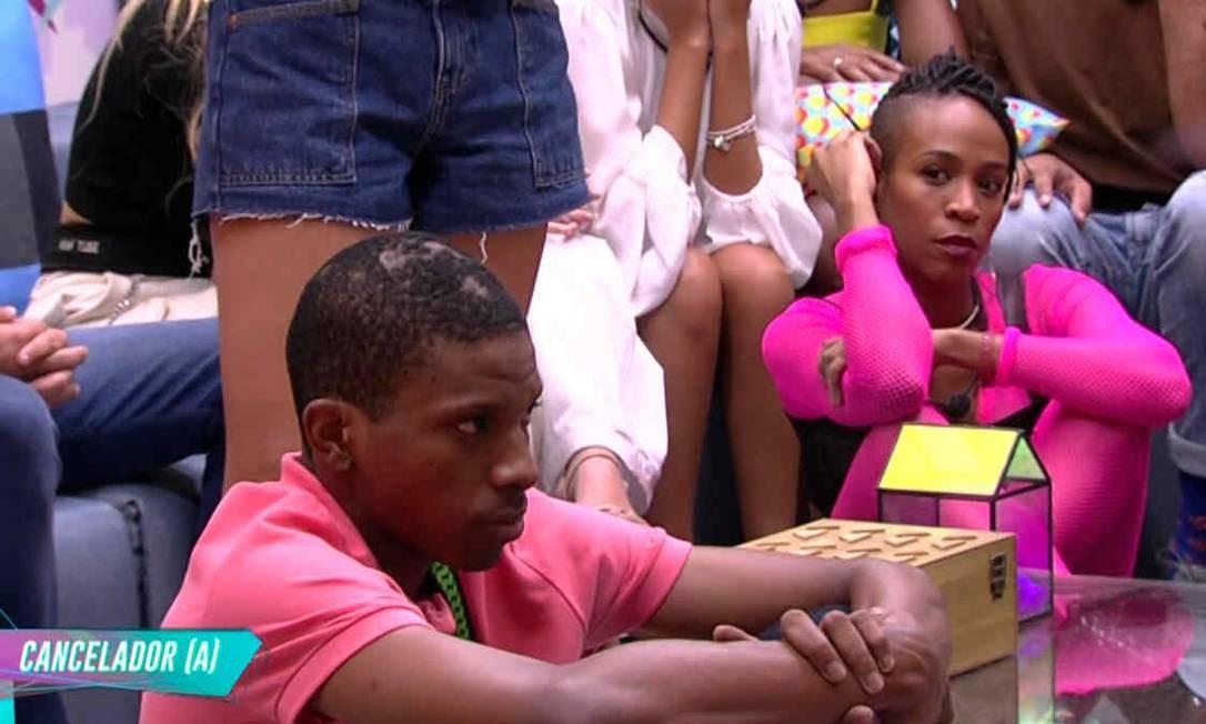 Os participantes Lucas Penteado e Karol Conká brigaram no programa Foto: TV Globo / Reprodução