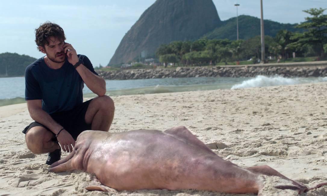 Marco Pigossi é o fiscal ambiental na misteriosa série 'Cidade invisível', da Netflix Foto: Netflix / Divulgação