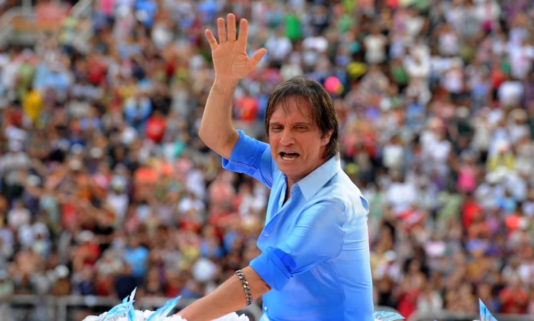 Roberto Carlos no desfile campeão da Beija-Flor, em 2011, quando o Rei foi homenageado Foto: Vanderlei Almeida / AFP