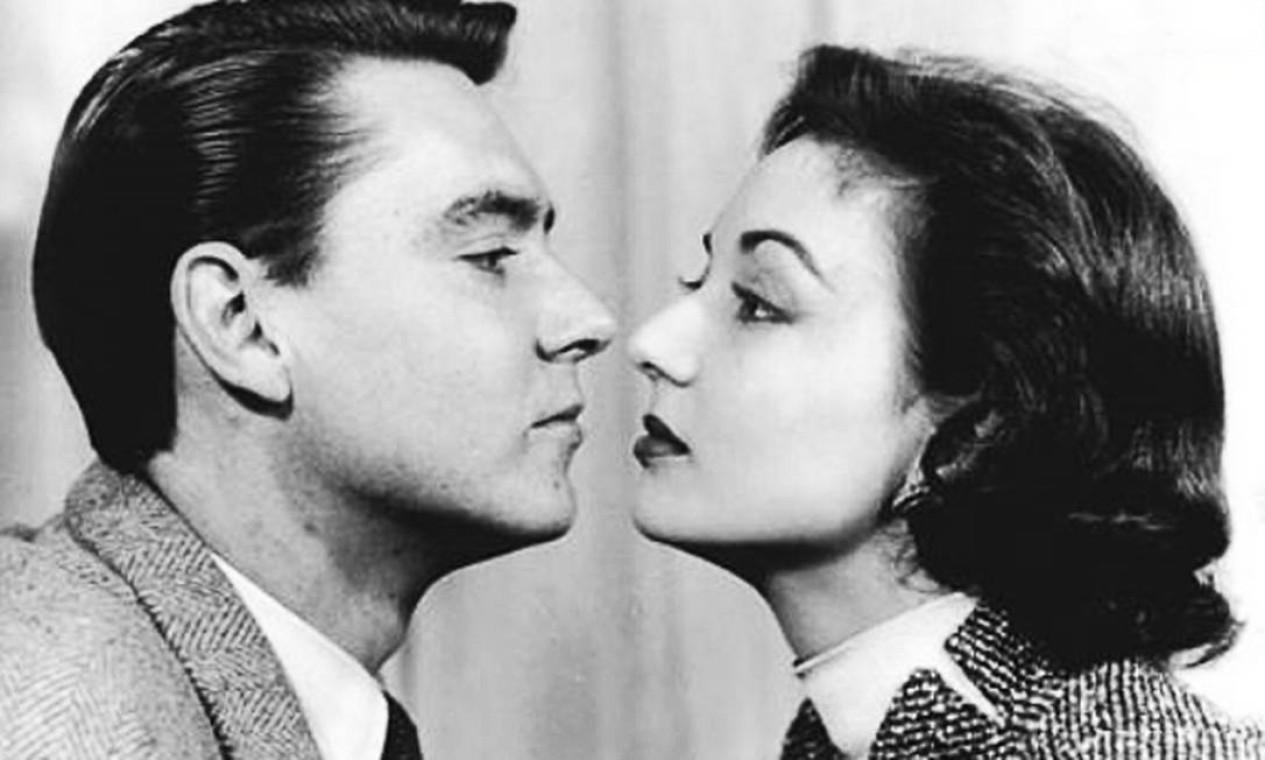 Com o marido John Herbert, Eva Wilma protagonizou o seriado 'Alô, doçura!' (1953), na TV Tupi Foto: Arquivo