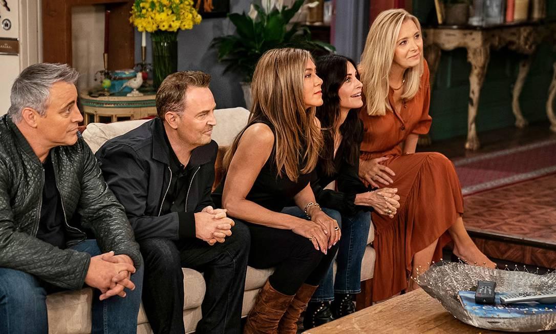 Elenco de volta ao apartamento de Monica (Courteney Cox), em 'Friends: Reunion' Foto: Reprodução
