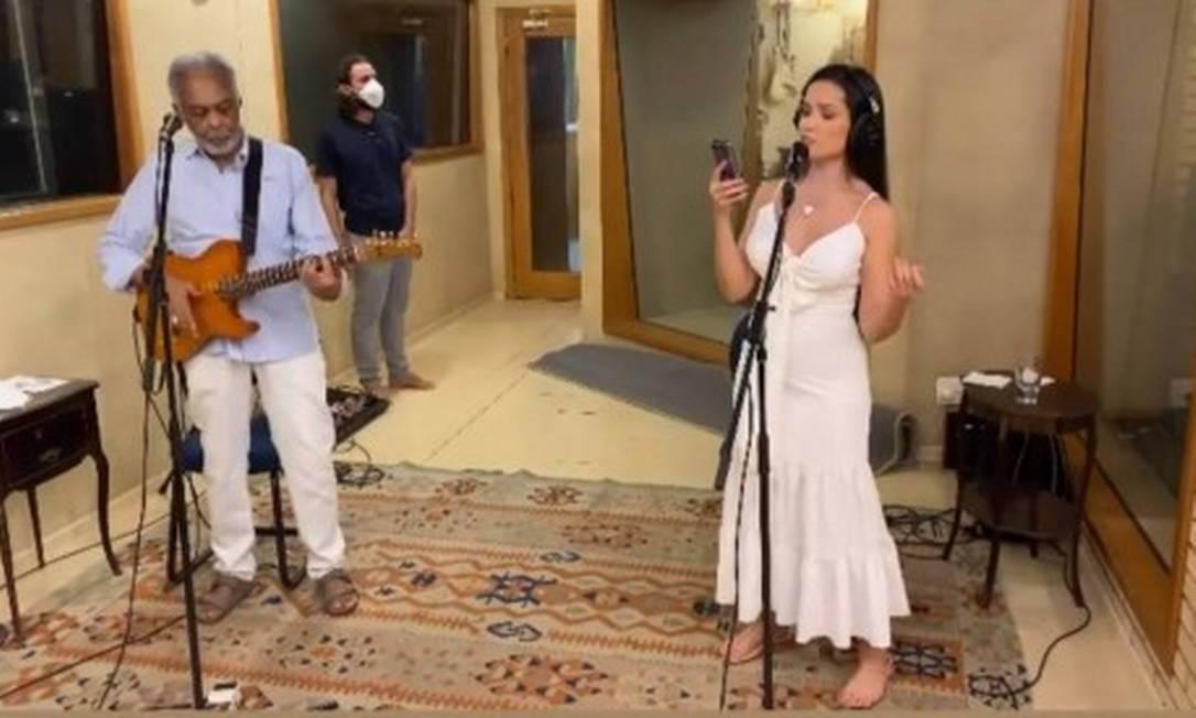 Gilberto Gil e Juliette ensaiam para a live de sábado (13), no Globoplay e Multishow Foto: Instagram / Reprodução