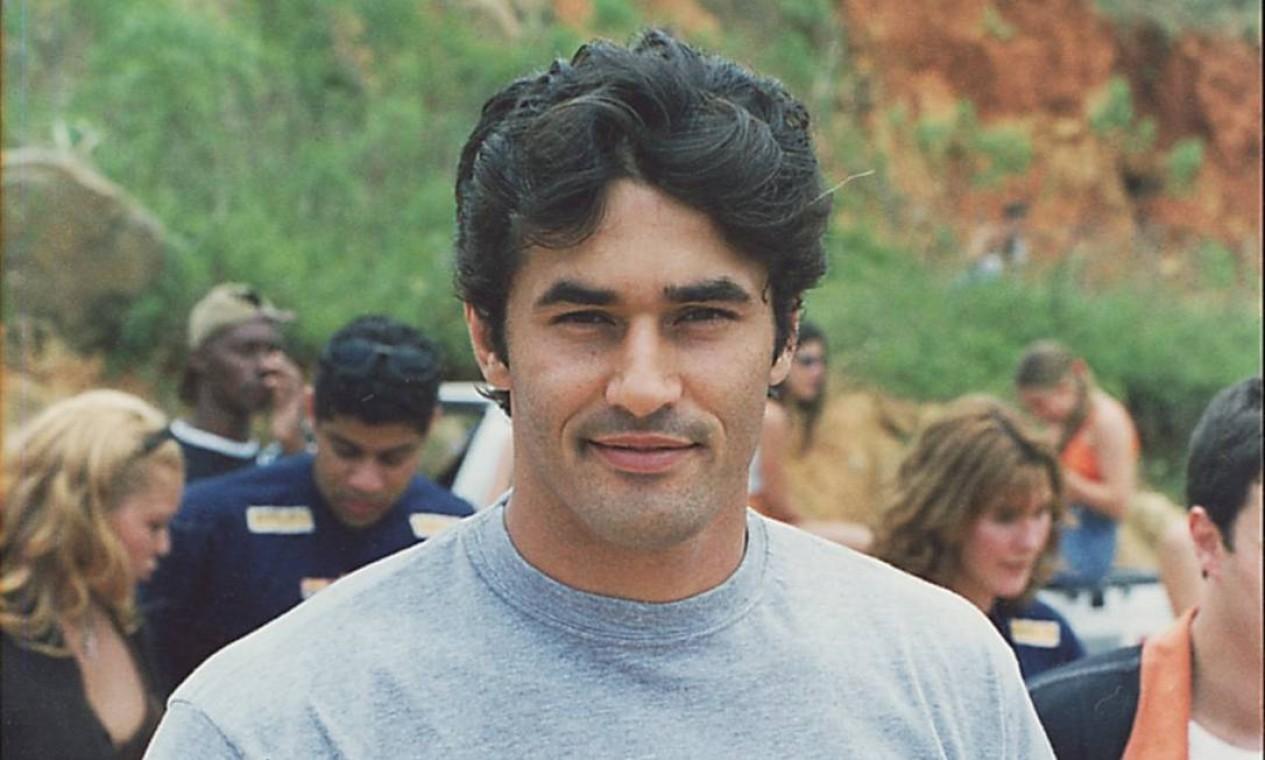 Luciano Szafir nos bastidores da novela 'Anjo mau', da TV Globo, em 1997: folhetim deu fama para o ator Foto: Jorge Baumann / Agência O Globo