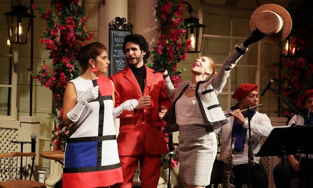 Cena do musical 'Paris et l'amour', que celebra canções francesas Foto: Jose Renato Antunes / Divulgação