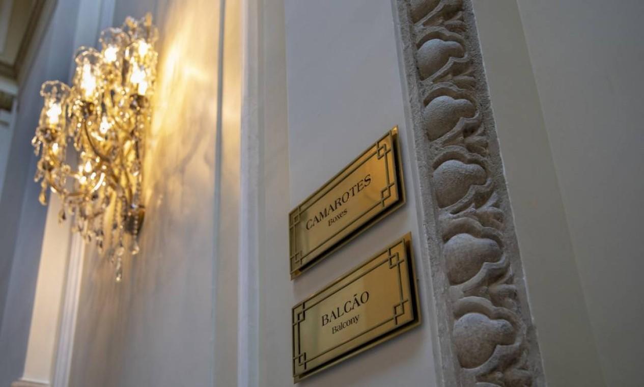 Detalhe do novo Teatro Copacabana Palace: decoração entalhada à mão na parede de pedra Foto: Ana Branco / Agência O Globo