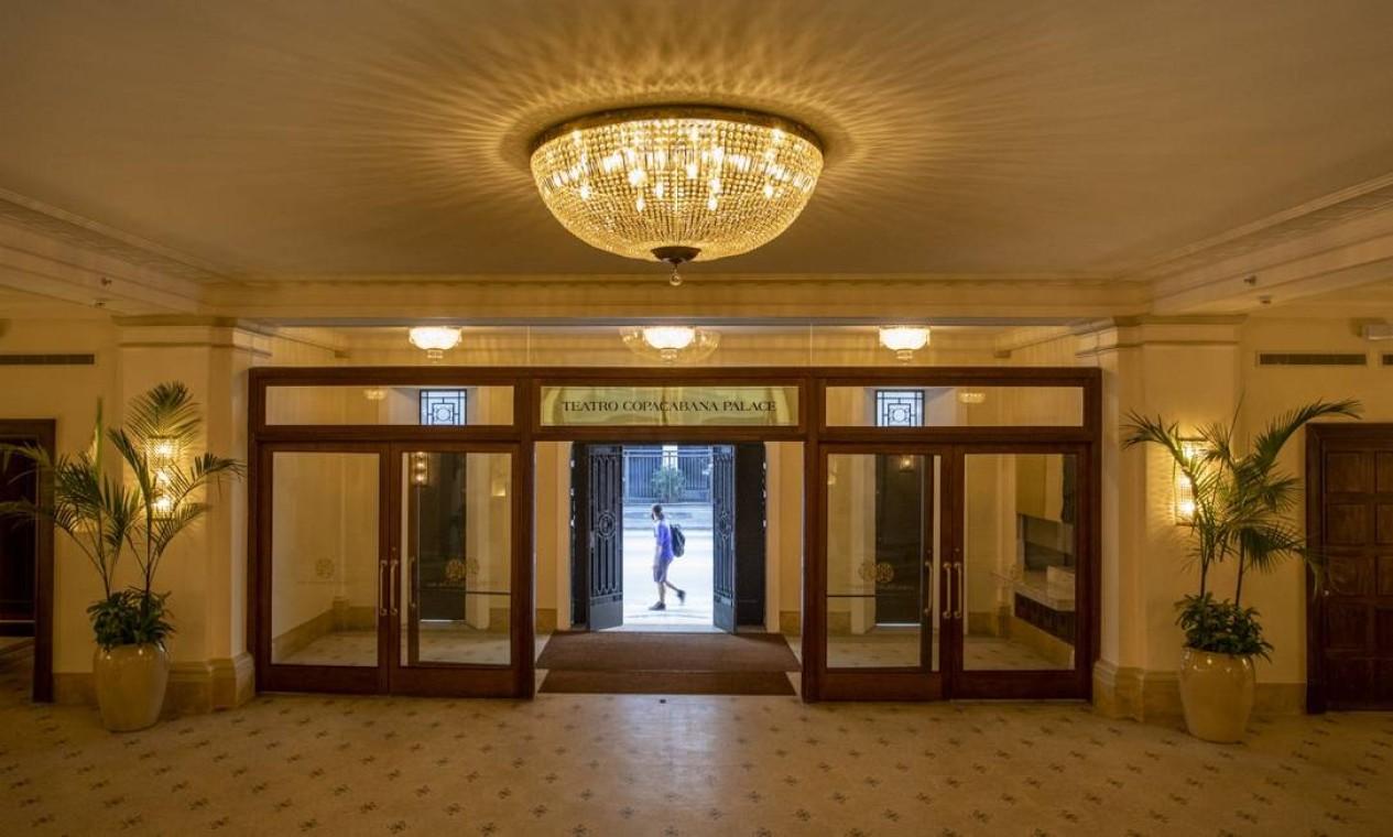 O hall de entrada do novo Teatro Copacabana Palace: endereço foi reformado e será reaberto ao público em novembro de 2021 Foto: Ana Branco / Agência O Globo