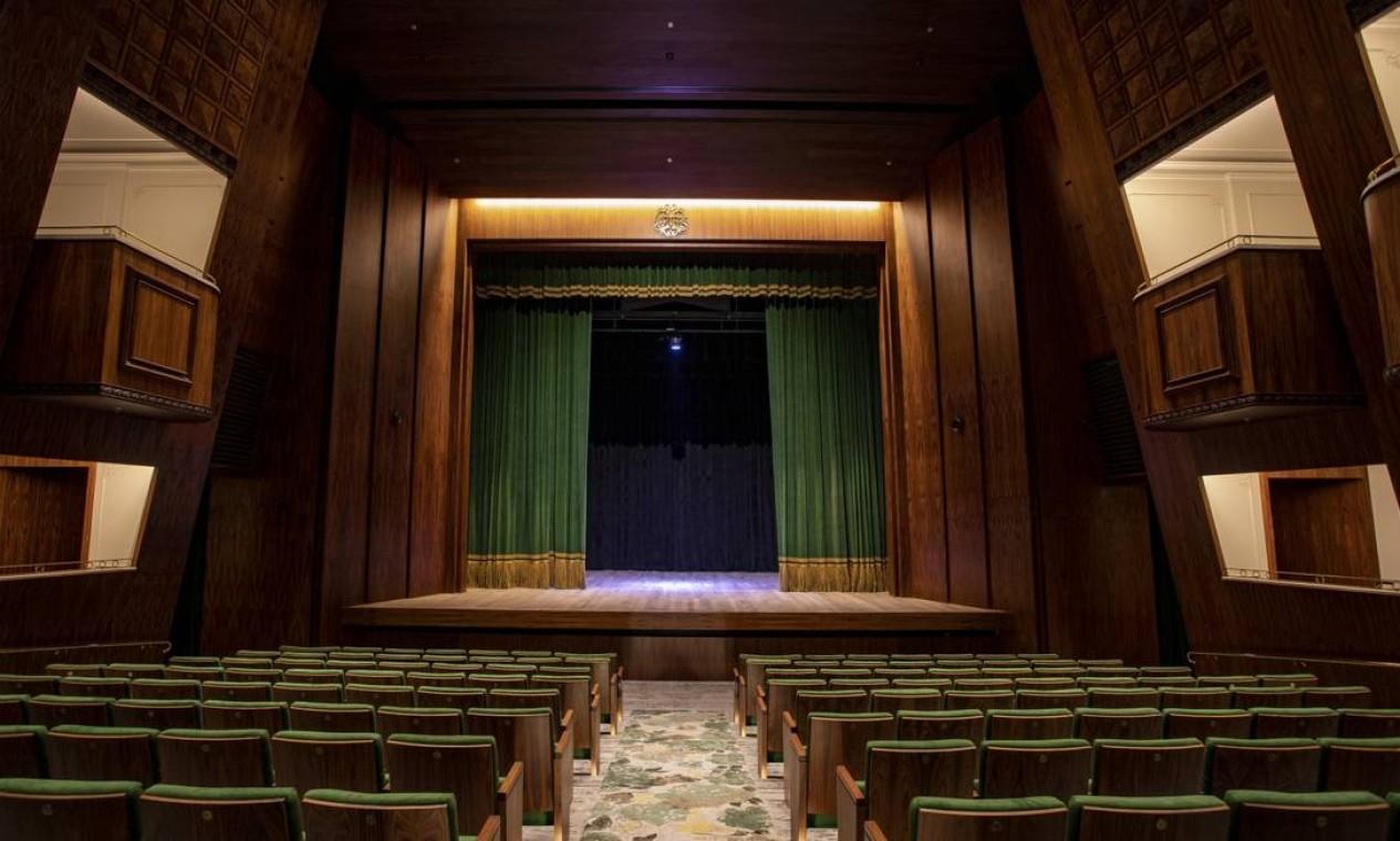 O interior do novo Teatro Copacabana Palace: endereço foi reformado e será reaberto ao público em novembro de 2021 Foto: Ana Branco / Agência O Globo
