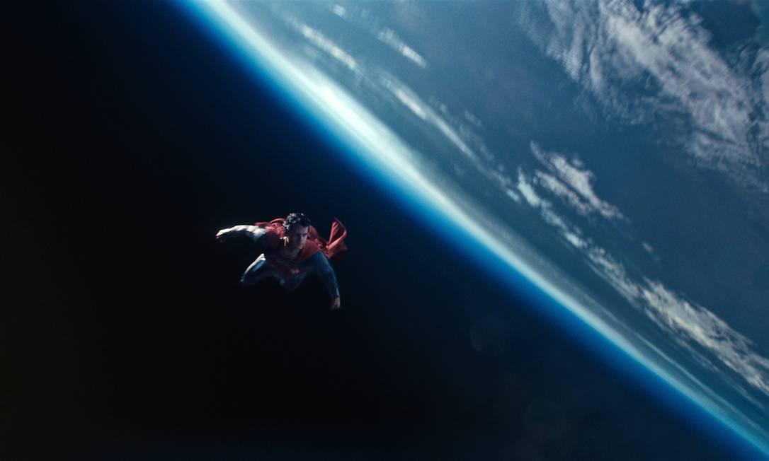 Henry Cavill em cena de 'O Homem de Aço' Foto: Divulgação