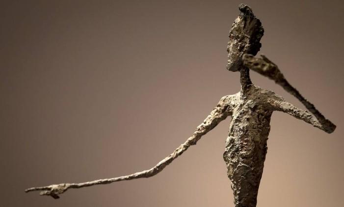 A parte superior da escultura 'Pointing man', vendida por US$141,3 milhões em 2015 Foto: Carlo Allegri / REUTERS