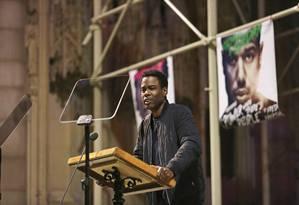 Em evento homenageando Martin Luther King, Chris Rock preferiu não falar sobre a ausência de negros entre os indicados ao Oscar Foto: Julieta Cervantes / NYT