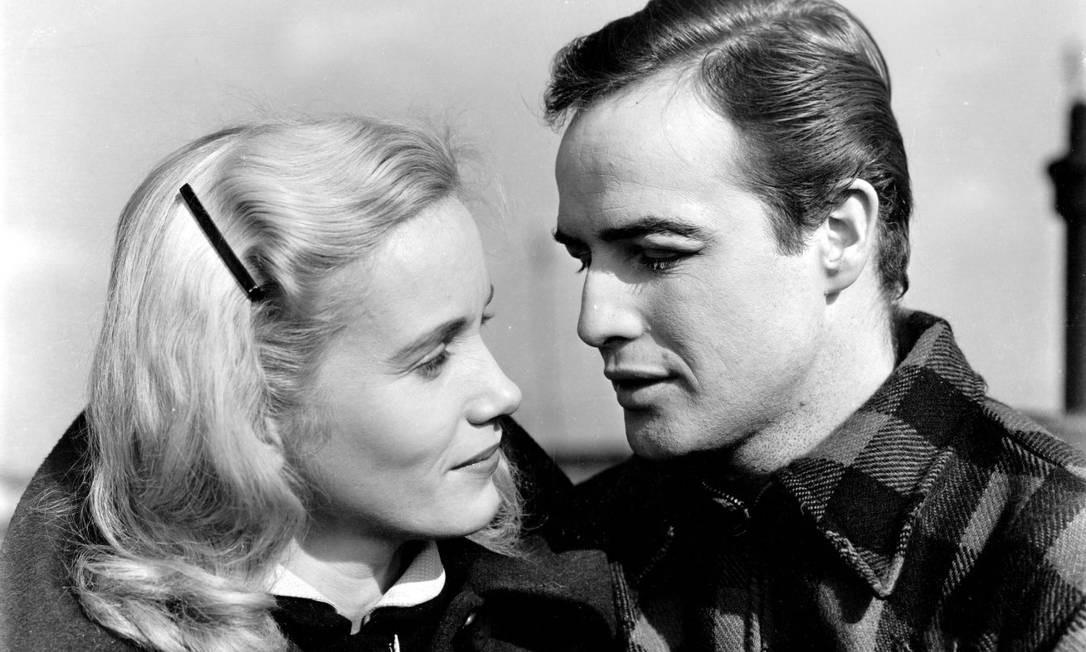 O longa de Elia Kazan, de 1954, estrelado por Marlon Brando, também recebeu oito Oscars nas categorias de melhor filme, diretor, ator, atriz, direção de arte em preto e branco, montagem, roteiro original e fotografia em preto e branco. Foto: Divulgação