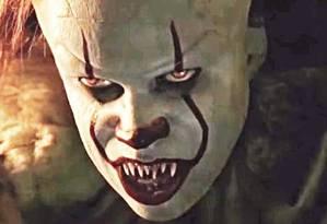 O macabro palhaço Pennywise em cena do filme