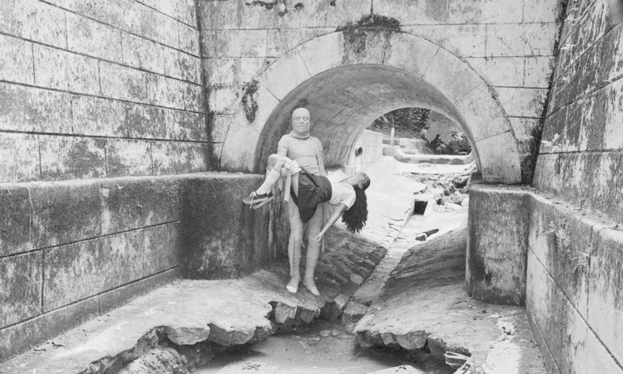 Foto inédita do filme O Segredo da Múmia, de Ivan Cardoso. Floresta da Tijuca, 1981. Foto: Divulgação/Eduardo Viveiros de Castro
