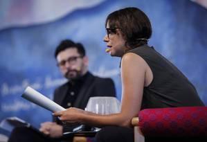 J. P. Cuenca e Valeria Luiselli na mesa 'A história da minha morte', na Flip Foto: Alexandre Cassiano / Agência O Globo