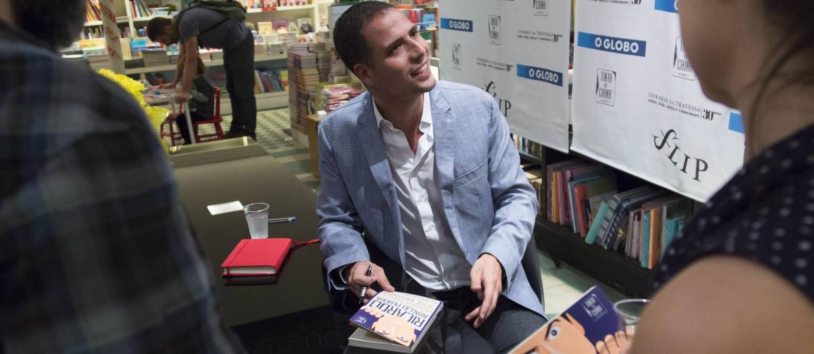 O humorista português Ricardo Araújo Pereira em debate pós-Flip Foto: Leo Martins / Agência O Globo