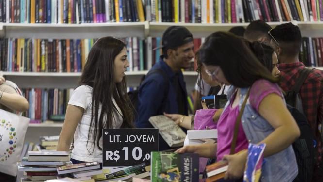 Mercado editorial apresentou queda na venda de livros didáticos Foto: Leo Martins / Agência O Globo