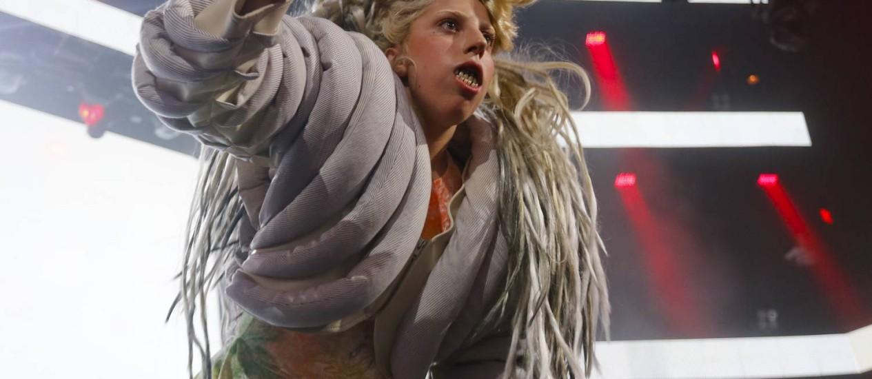 Lady Gaga faz participação durante show do DJ alemão ZEDD no festival SXSW, no Texas Foto: Jack Plunkett/Invision/AP