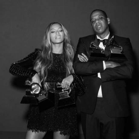 Beyoncé e Jay Z posam com seus Grammys Foto: Reprodução