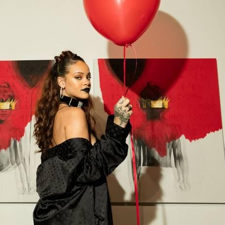 A cantora durante o evento de lançamento da capa do novo álbum Foto: Divulgação