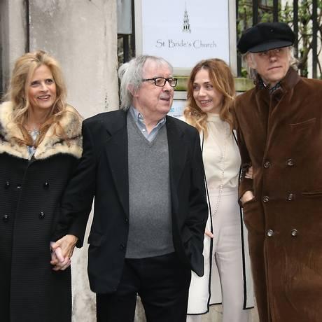 Da esquerda para a direita, Suzanne Accosta, Bill Wyman, Jeanne Marine e Bob Geldof no casamento de Rupert Murdoch e Jerry Hall Foto: Joel Ryan / Joel Ryan/Invision/AP
