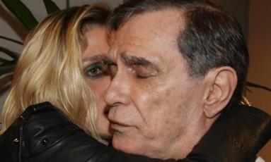 Jorge Mautner e a filha Amora, diretora de TV Foto: Marcos Ramos / Agência O Globo