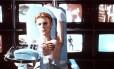 """Bowie como um alienígena no filme """"O homem que caiu na Terra"""", de 1976: cópia restaurada estreia nesta quinta-feira"""