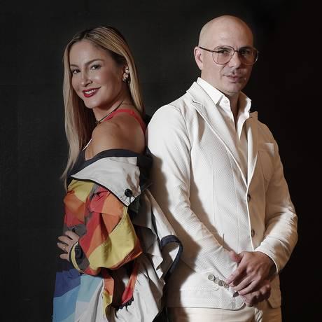 Claudia Leite e o rapper americano Pitbull Foto: Edilson Dantas / Agência O Globo