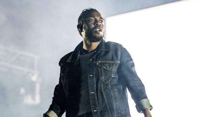Lamar em show da turnê de lançamento do álbum