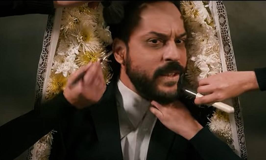 Gabriel O Pensador em cena do clipe da música 'Patriota comunista': produção gravada em cemitério Foto: Reprodução