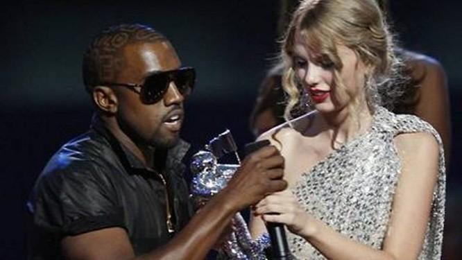 Kanye West interrompe discurso de Taylor Swift, no Video Music Awards da MTV Foto: Reuters